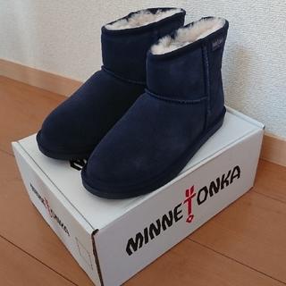 ミネトンカ(Minnetonka)の【新品】ミネトンカ ムートンブーツ 25㎝(ブーツ)