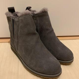 エミュー(EMU)のEMU新品撥水ムートンブーツ チャコール23cm(ブーツ)
