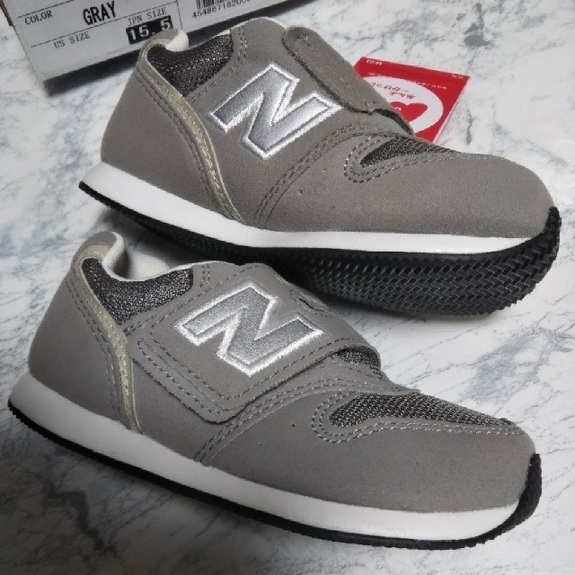 New Balance(ニューバランス)のニューバランス 996 新品 グレー 15.5cm キッズ/ベビー/マタニティのキッズ靴/シューズ(15cm~)(スニーカー)の商品写真