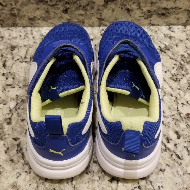 PUMA(プーマ)のPUMA キッズスニーカー キッズ/ベビー/マタニティのキッズ靴/シューズ(15cm~)(その他)の商品写真
