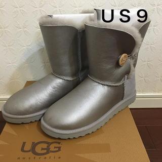 アグ(UGG)のUGG アグ ベイリーボタン メタリック 26.0(ブーツ)