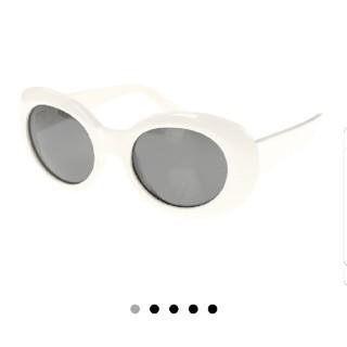 アクネ(ACNE)のacne studious オーバル サングラス 白 ホワイト(サングラス/メガネ)