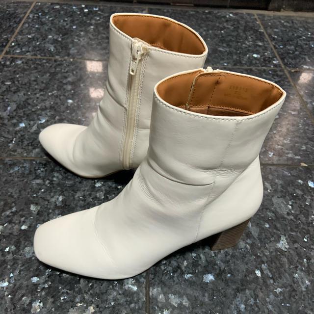 GU(ジーユー)のGU ジーユー スクエアトゥヒールブーツ XL オフホワイト レディースの靴/シューズ(ブーツ)の商品写真