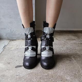 アパルトモンドゥーズィエムクラス(L'Appartement DEUXIEME CLASSE)のSAKIAS サキアス モノトーンショートブーツ35ハーフ(ブーツ)