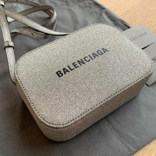 Balenciaga - 新品未使用 Balenciaga  カメラバッグXS  グリッターシルバー