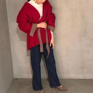 Mila Owen - ベルト付きノーカラーリバージャケット