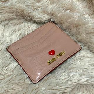 ミュウミュウ(miumiu)のmiumiu ミュウミュウ カードケース 定期入れ カード入れ(パスケース/IDカードホルダー)