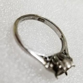 シルバー色の指輪(リング(指輪))