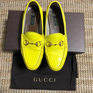 グッチ(Gucci)のGUCCI エナメルモカシン37(スリッポン/モカシン)