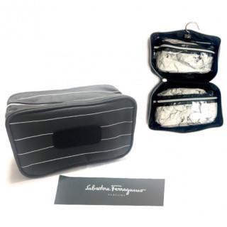 サルヴァトーレフェラガモ(Salvatore Ferragamo)の新品 トラベルポーチ ハンガー付き♪ ブラック PARFUMS(トラベルバッグ/スーツケース)
