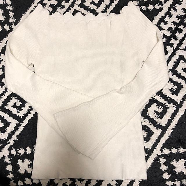 MERCURYDUO(マーキュリーデュオ)のMERCURYDUO ホワイト ニット セーター かわいい オフショルダー  レディースのトップス(ニット/セーター)の商品写真