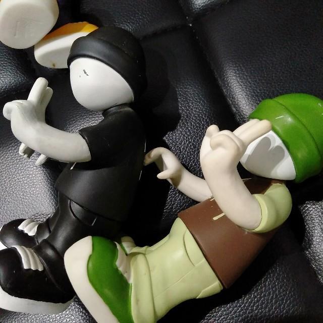 STUSSY(ステューシー)の値下げ!STUSSY×medicomtoy フィギュア 人形 飾り 4体 エンタメ/ホビーのフィギュア(その他)の商品写真