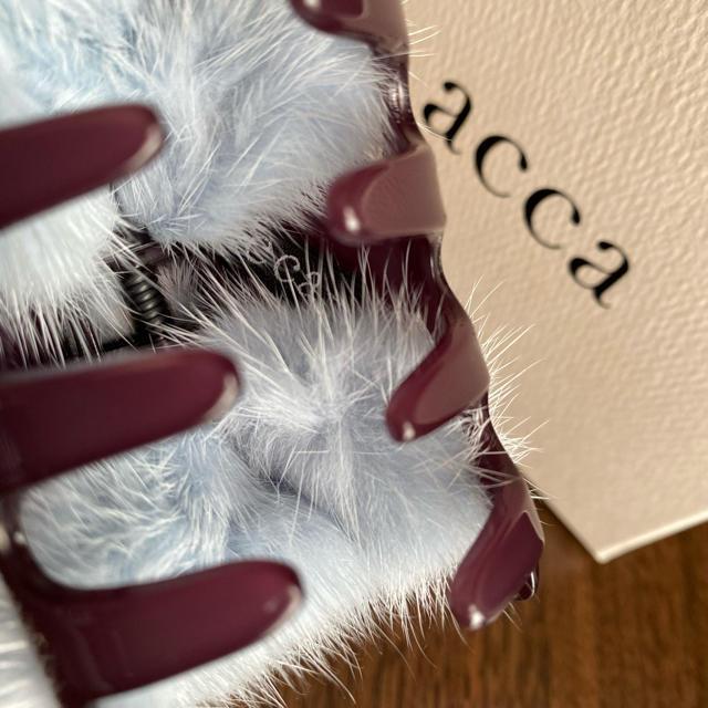 acca(アッカ)のacca  アッカ 美品 ミンク クリップ スワロフスキー バレッタ レディースのヘアアクセサリー(バレッタ/ヘアクリップ)の商品写真