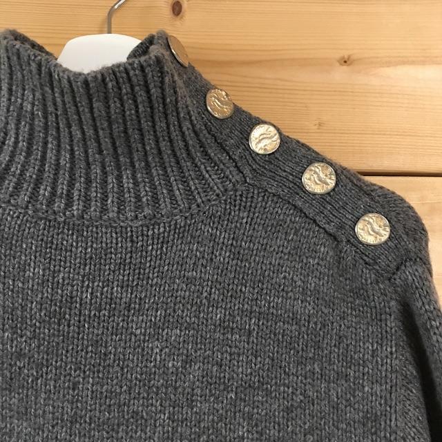 ZARA(ザラ)のZARA 金ボタン ニット Sサイズ グレー セーター ザラ レディースのトップス(ニット/セーター)の商品写真