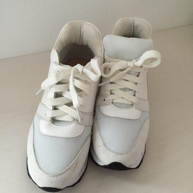 GRL(グレイル)のスニーカー23.0 白 厚底 幅広タイプ レディースの靴/シューズ(スニーカー)の商品写真