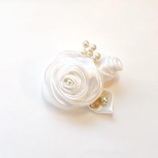 コサージュ 1065 バラ2輪つぼみ ホワイト(コサージュ/ブローチ)
