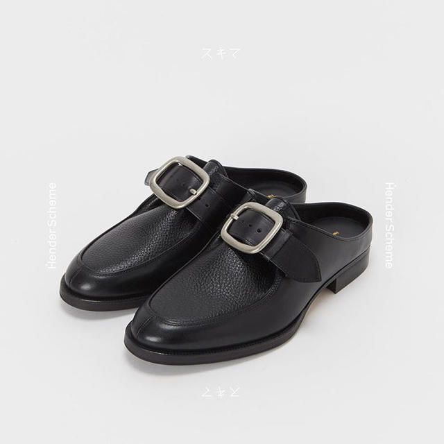 Hender Scheme(エンダースキーマ)のHender Scheme - Clasp Mule Shrink BLACK メンズの靴/シューズ(ドレス/ビジネス)の商品写真