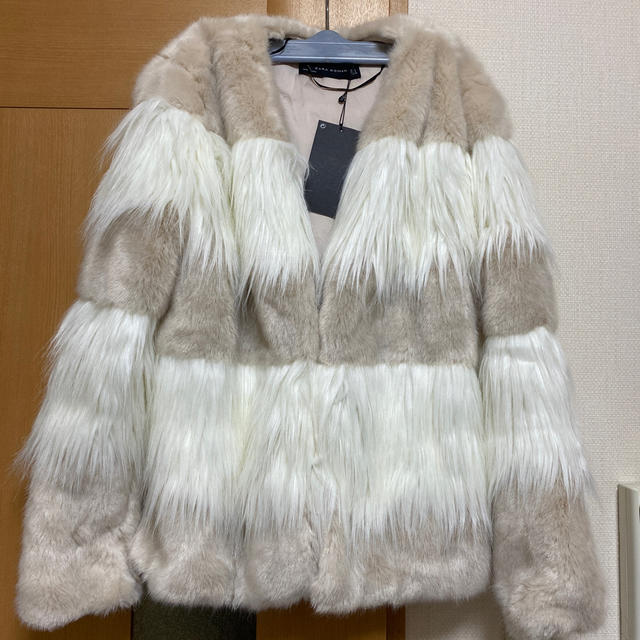 ZARA(ザラ)のZARAエコファーコート 新品タグ付き レディースのジャケット/アウター(毛皮/ファーコート)の商品写真