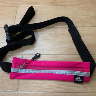 アディダス(adidas)のアディダス ランニング ポーチ ピンク(ランニング/ジョギング)