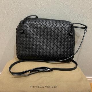 ボッテガヴェネタ(Bottega Veneta)のボッテガヴェネタ イントレチャート斜めがけバッグ ブラック(ショルダーバッグ)