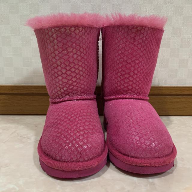 UGG(アグ)のお値下げ☆UGGアグ16cm  リボンブーツ uggブーツ キッズ/ベビー/マタニティのキッズ靴/シューズ(15cm~)(ブーツ)の商品写真