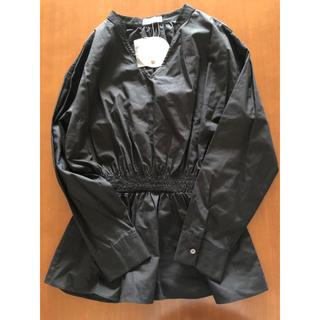 Mila Owen - 定価9936円 今春人気 黒ブラウス 長袖 ヘプラム コットン シンプルシャツ