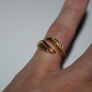 フェザー リング 指輪 9号 ゴールド ステンレス 316L レディース 美品(リング(指輪))