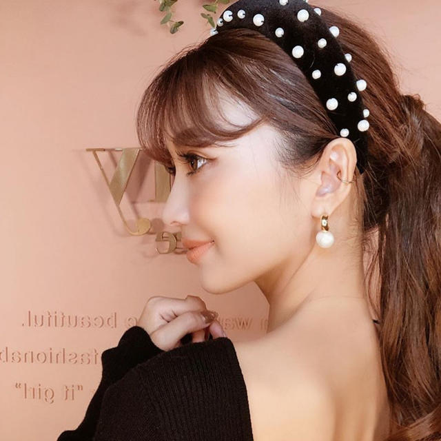 eimy istoire(エイミーイストワール)の新品  ベロアパールカチューシャ  太めカチューシャ  クッションカチューシャ  レディースのヘアアクセサリー(カチューシャ)の商品写真