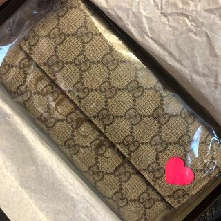 Gucci - グッチ《GUCCI》ネオンピンク長財布