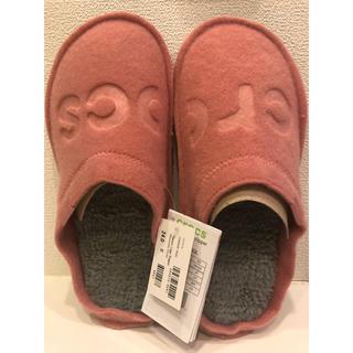 crocs - クロックス クラッシック ロゴ スリッパ ピンク
