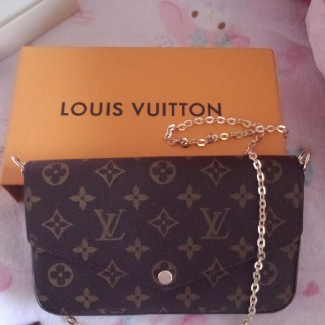 LOUIS VUITTON(ルイヴィトン)の~23日まで再値下げ!【美品】ルイ・ヴィトン チェーン付きウォレット レディースのファッション小物(財布)の商品写真