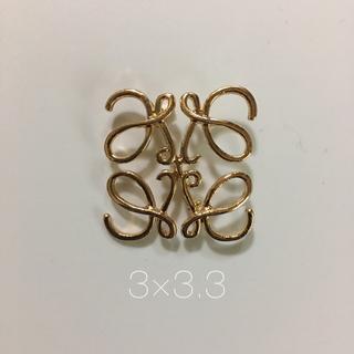 ロエベ(LOEWE)のimport 透かし模様 ミニブローチ ゴールド 3×3.3(ブローチ/コサージュ)