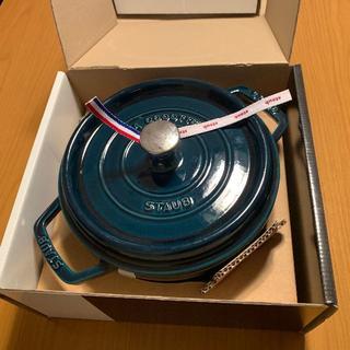 ストウブ(STAUB)のストウブ ココット(ラウンド) 22cm「ラ・メール」限定色(調理道具/製菓道具)