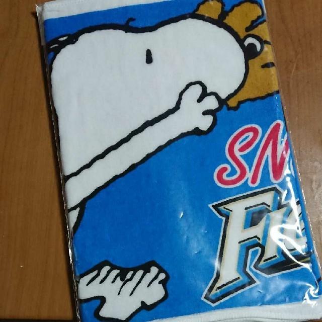 北海道日本ハムファイターズ(ホッカイドウニホンハムファイターズ)の北海道日本ハムファイターズ×スヌーピー タオル スポーツ/アウトドアの野球(応援グッズ)の商品写真