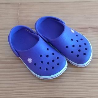 crocs - クロックス (濃い紫にピンクのライン)