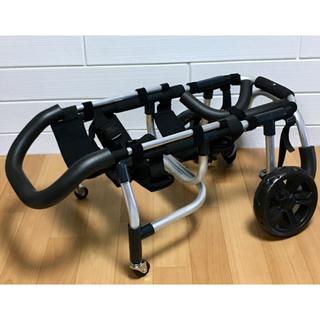 ■犬の車椅子 中型犬用4輪車いす 顎乗せ付 8kg~17kg位  歩行器 介護(犬)