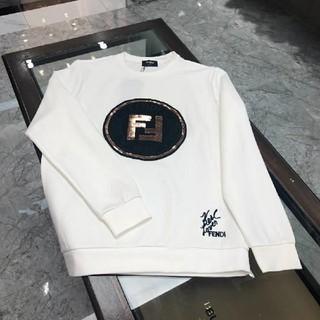 FENDI - 大人気商品FENDI  スウェット/白い/M