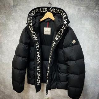 MONCLER - 黒MONCLERダウンジャケット刺繍