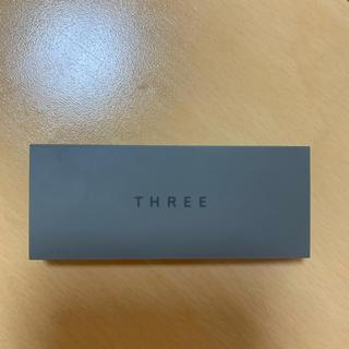 スリー(THREE)のTHREE プレスドアイブロウデュオ02(パウダーアイブロウ)
