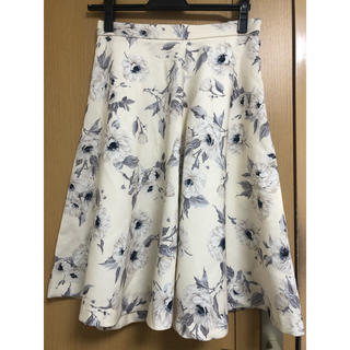 MISCH MASCH - 【ミッシュマッシュ】アイボリー色 膝丈花柄スカート