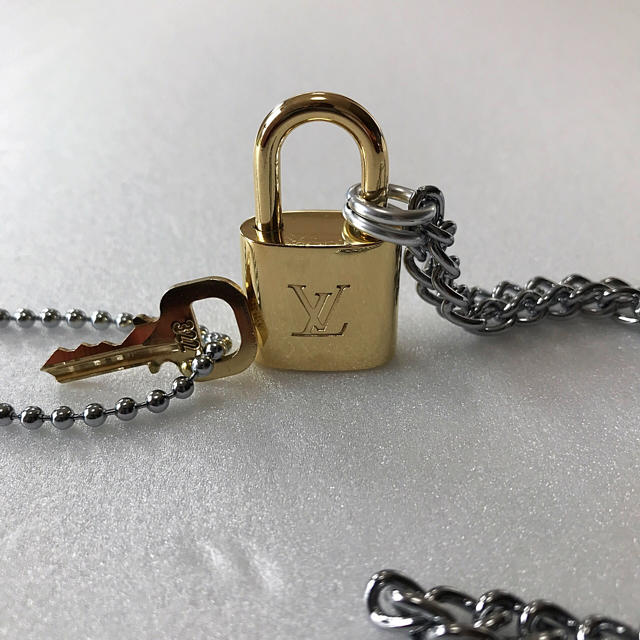LOUIS VUITTON(ルイヴィトン)のLOUISVUITTON パドロック カデナ 南京錠 鍵有り 322 ② メンズのアクセサリー(ネックレス)の商品写真