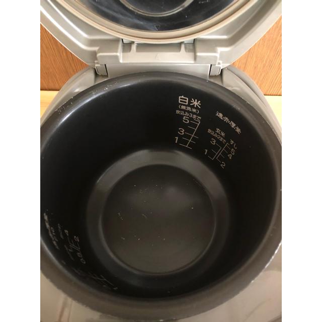 三菱電機(ミツビシデンキ)の炊飯器 5.5合炊き MITSUBISHI スマホ/家電/カメラの調理家電(炊飯器)の商品写真