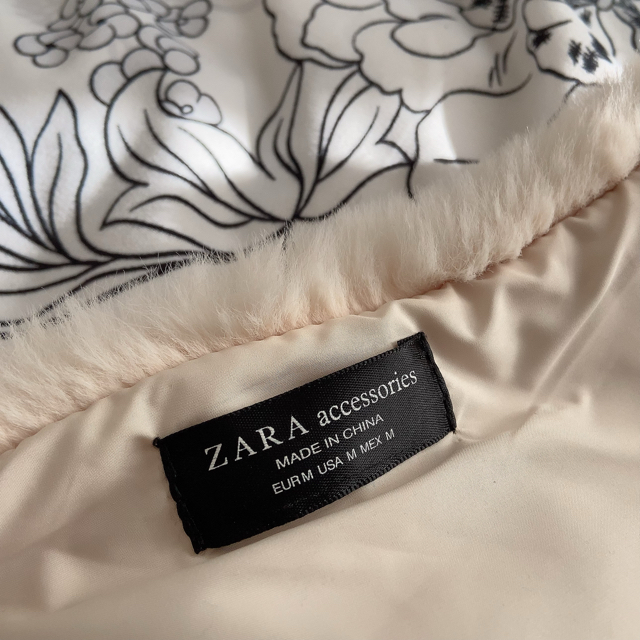ZARA(ザラ)のZARA ファー ショール ホワイト レディースのファッション小物(マフラー/ショール)の商品写真