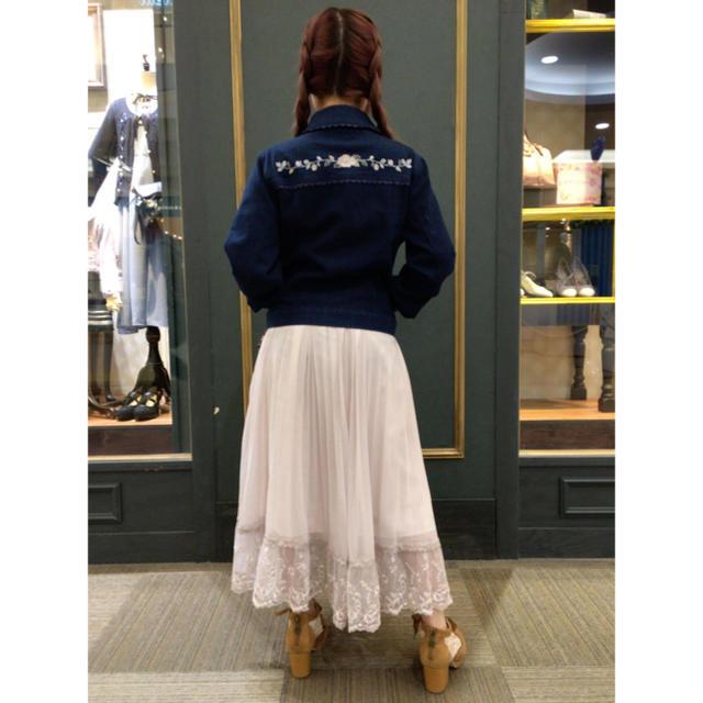 axes femme(アクシーズファム)のアクシーズファム 刺繍Gジャン デニムジャケット axes  リリーブラウン   レディースのジャケット/アウター(Gジャン/デニムジャケット)の商品写真