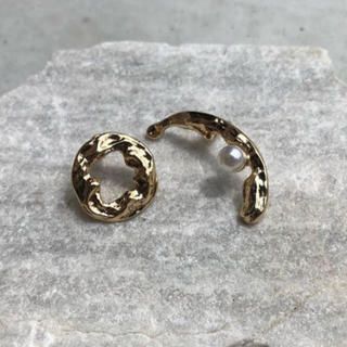 ロキエ(Lochie)の Asymmetry metal gold piercing No.107(ピアス)