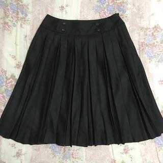 グローブ(grove)のgrove プリーツスカート フロントボタン ブラック 黒 サイドファスナー(ひざ丈スカート)