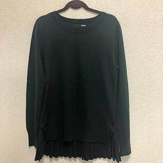 ピーチジョン(PEACH JOHN)のプリーツの付いたモスグリーンのセーター(ニット/セーター)