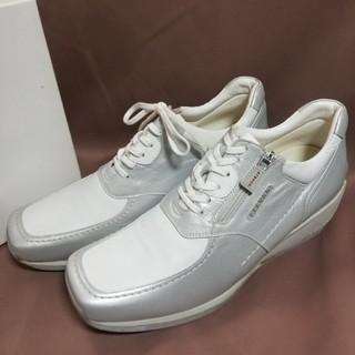アラヴォン(Aravon)の新品未使用品24.5 aravonアラヴォン 脚長、高級厚底レザースニーカー 白(スニーカー)
