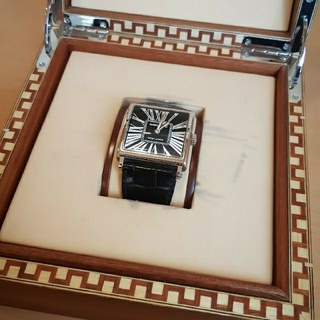 ロジェデュブイ(ROGER DUBUIS)のロジェ・デュブイ ゴールデンスクエア 世界限定28本(腕時計(アナログ))