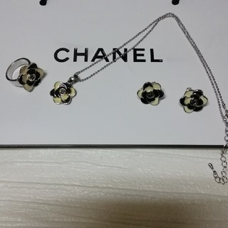 CHANEL - カメリアネックレス、ピアス、リング セット